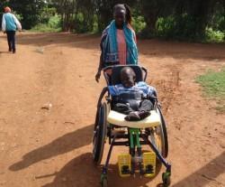 Donyo Sabuk, Kenya, Felix in zijn nieuwe rolstoel