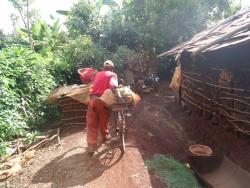 Gatanga, voedseldonatie Waweru Thiongo
