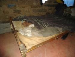 Anthony, oude bed moet vervangen worden