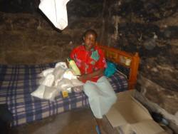 Ndulya, de dochter van Rose, een paar dagen voor het overlijden van haar moeder