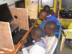 Nyoda CBO, Korogocho, Nairobi, computers Scope Scholengemeenschap