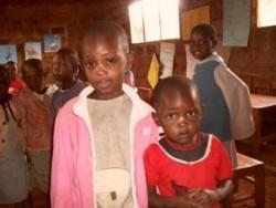 Jackline en Ruth, Donyo Coffee Nursery class, Baringo, Kenia