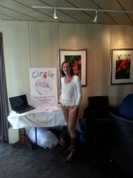 De informatiestand van Circle4life, bestuurslid Margaret van Asselt, wijnproeverij Soroptimistclub Alphen aan den Rijn