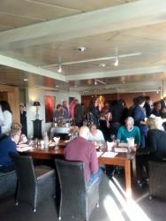 Overleg en proeven, welke bestellen we... wijnproeverij Soroptimistclub Alphen aan den Rijn, zondag 2 november, De Watergeus Noorden