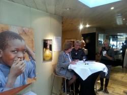De entree bij Restaurant Hotel de Watergeus, het meldpunt voor de wijnproeverij, sponsoracties Soroptimistclub Alphen aan den Rijn, Circle4life