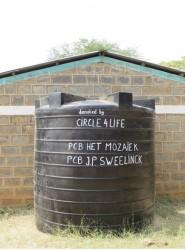 Een 10.000 liter watertank voor de kinderen van Kitambasya Primary School, Kenia