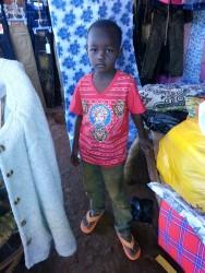 Deno op de markt in Donyo, met zijn nieuwe slippers en t-shirt, education, Circle4life Kenya