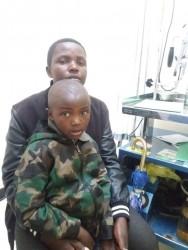 Eunice (5) en haar mama, doof geworden na hersenvliesontsteking, Kitini, Kenia, medische zorg, speciaal onderwijs, Circle4life