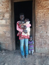Pauline met Bryan en baby Newton, tienermoeder, Mithini, crisis hulp, Circle4life Kenia