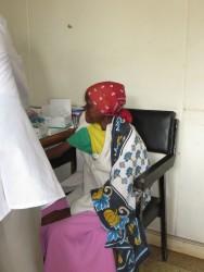 Patricia bij HIV/AIDS kliniek in Thika, Kenia