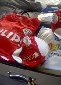 Harman Memorial Soccer Tournament, de kleding ligt klaar voor vertrek