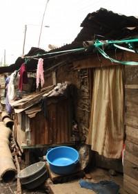 Korogocho slums, Nairobi, een van de huisjes in het Nyoda project