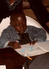 Felix aan het oefenen bij DISC, Donyo Sabuk, Kenia