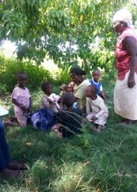 Ndulya, Kenia, crisis aid, oma, moeder Esther en Paul, Nicolas en Faith.