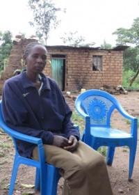 Een droevige, zieke moeder die niet weet hoe ze haar gezin kan onderhouden, gebrek aan alles