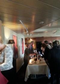 Een enorme drukte, veel deelnemers tijdens de wijnproeverij in Noorden, sponsoractie Soroptimistclub Alphen aan den Rijn, stichting Circle4life