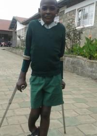 Verkennen van het terrein rondom de kliniek en school, Onesmus wacht met spanning af wat komen gaat