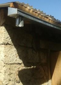 De dakgoten aan voorzijde van het huis, family empowerment, Donyo Sabuk, Medical assistance, Circle4life