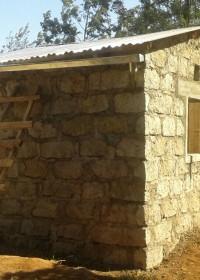 Dakplaten, luiken, deuren... nu alles nog afstellen en de puntjes op de i, Circle4life, family empowerment, Donyo Sabuk, Kenia