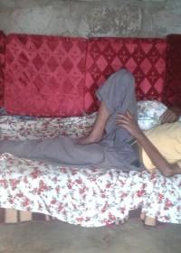 Als John moet rusten kan hij de bedbank gebruiken, aangepast voor hem en van een goed matras voorzien, family empowerment, Donyo Sabuk, Circle4life Kenya
