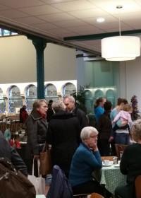 Een enorme drukte op de Warme Wintermarkt in de Adventskerk Alphen aan den Rijn, opbrengst voor projecten Circle4life Kenia