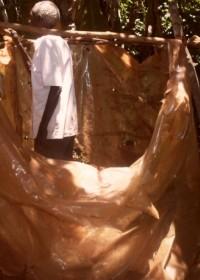 Een zelfgebouwde latrine in de rurale gebieden in Kenia, family empowerment, hygiene, Circle4life