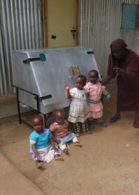 De kleintjes bij Community of Hope mogen ook even kijken