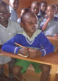 Onderwijs is zijn toekomst. Het is gelukt om Deno weer op school te krijgen. Circle4life Kenya, education, crisis aid
