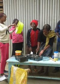 De Cookswell Oven warmt op, het beslag wordt gemaakt... family empowerment programma Circle4life