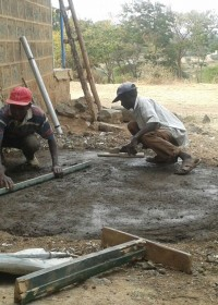 Betonnen ondergrond voor de 10.000 liter watertank, Circle4life Kenya, Education, family empowerment