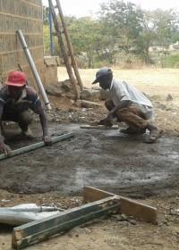 Betonnen ondergrond voor de 10.000 liter watertank, Circle4life Kenya, Education, family empowerment