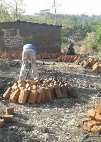 En de bouw is begonnen, crisishulp, Pauline Kitambaasya, Kenia, Circle4life