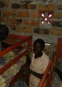 Family support, twee stapelbedden met matrassen, dekens en klamboe's, Kitambaasye, Circle4life Kenya