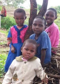 Drie zusjes en het broertje van Onesmus, Uamani, Kenya, family empowerment, education, Circle4life Kenya