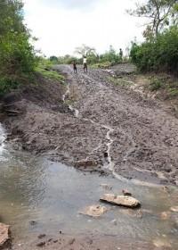 De weg naar Kitambaasye, regenseizoen, Circle4life Kenya