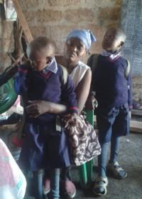 Voor het eerst naar school... Pius (6), Maendeleo, Kenya, Circle4life CBO