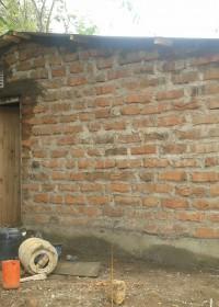 De puntjes op de 'i', de laatste werkzaamheden aan het nieuwe huis, crisishulp, Circle4life Kenya, Pius