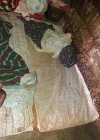 De slaapplek van onze tienermoeder en haar kinderen, Circle4life Kenya, Crisis hulp