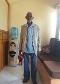 Waweru O'Thiongo in de wachtruimte van Kolping Vocational Training Centre