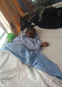 Bryan na de operatie in het Gatundu District Hospital, medical aid, Circle4life Kenya