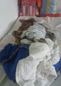 Pijn, pijn en nog eens pijn. De operatie is goed gegaan maar nog een lange weg te gaan. Crisis hulp, Akoth, Circle4life Kenia