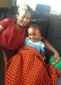 Met de taxi van Gatundu naar Donyo, Akoth samen met mama, Circle4life Kenia
