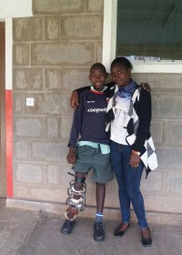 Onesmus en maatschappelijk werkster Margarete Njeri, Ol Kalou rehabilitation Centre, Kenya, Circle4life