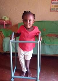 Stapje voor stapje, looprek, fysiotherapie, Circle4life Kenia