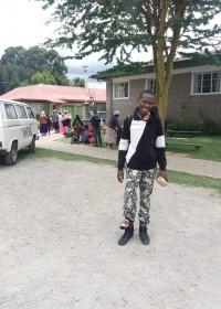 Vakantie! Onesmus zal de grote zomervakantie thuis doorbrengen. In januari wacht een nieuwe operatie! Rehabilitation Centre Ol Kalou, Circle4life Kenia