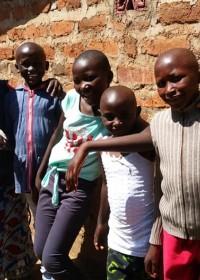 Serah Kavuli en haar vier kinderen, sponsorkleding, Circle4life