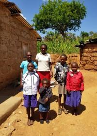Huisbezoek in Uamani, donatie sponsorkleding, Circle4life Kenia