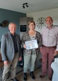 Overhandiging cheque Kiwanis Leiden, Circle4life, crisis hulp, medische zorg