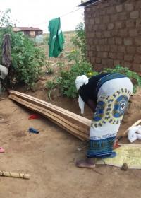 De laatste werkzaamheden voor de renovatie, Crash tractor, Circle4life Kenya, crisis aid, family empowerment