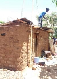 Nieuwe dakplaten, nieuwe deur en ramen, muren hersteld, cement vloer, crisis aid, Circle4life Kenya